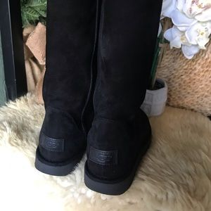UGG II Tall Black Boots zip size 6